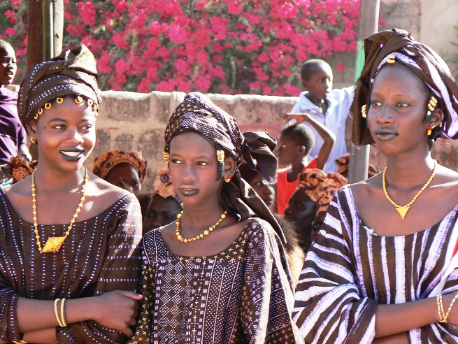 Fashions both modern cut styles as well as traditional dresses